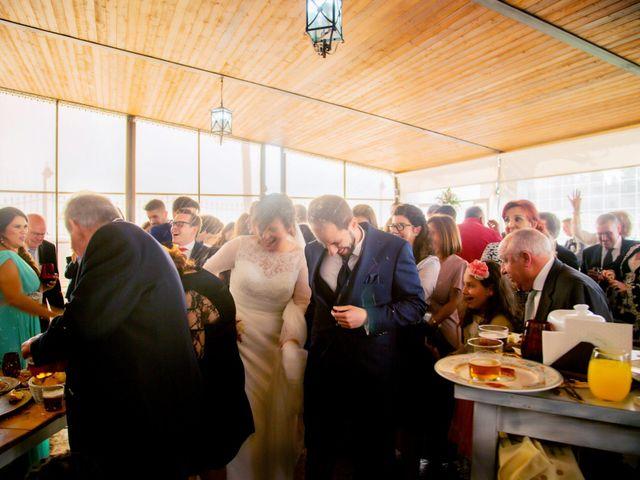 La boda de Juan Jose y Miriam en Villafranca De Los Barros, Badajoz 23