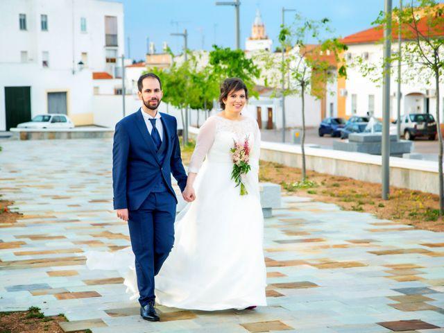 La boda de Juan Jose y Miriam en Villafranca De Los Barros, Badajoz 28