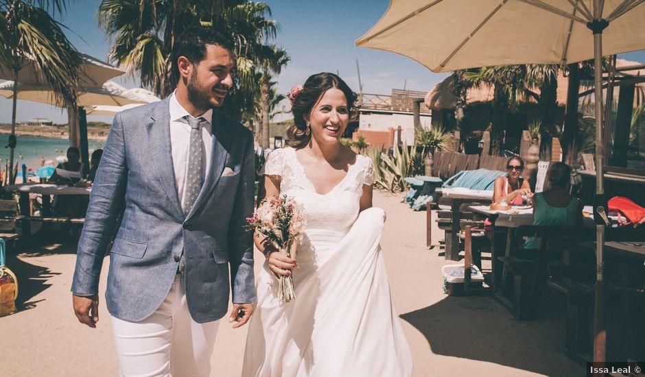 La boda de Manuel y Cecilia en Los Caños De Meca, Cádiz