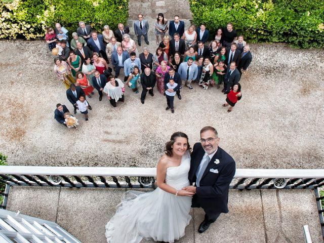 La boda de James y Isabel en Santiago De Compostela, A Coruña 13
