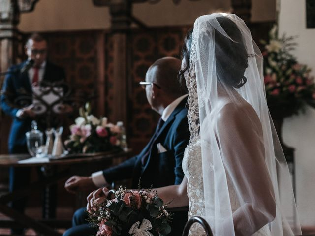 La boda de Javier y Abigail en Alcala De Guadaira, Sevilla 34