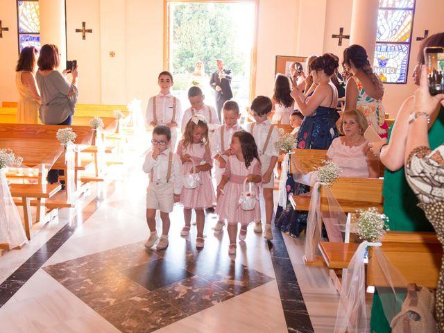 La boda de Juan Antonio y Chari en Alhaurin De La Torre, Málaga 17