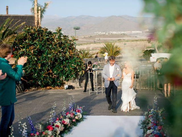 La boda de Alexey y Anita en Santa Cruz De Tenerife, Santa Cruz de Tenerife 44