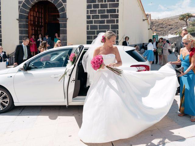 La boda de Juan Ramón y Carmen en Candelaria, Santa Cruz de Tenerife 13
