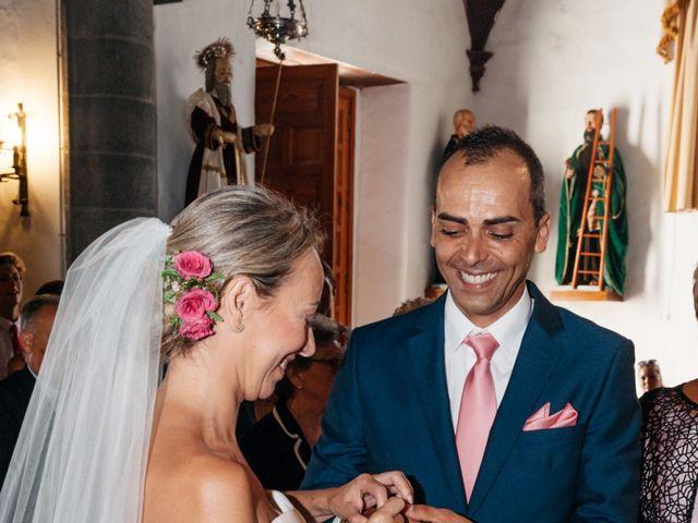 La boda de Juan Ramón y Carmen en Candelaria, Santa Cruz de Tenerife 25
