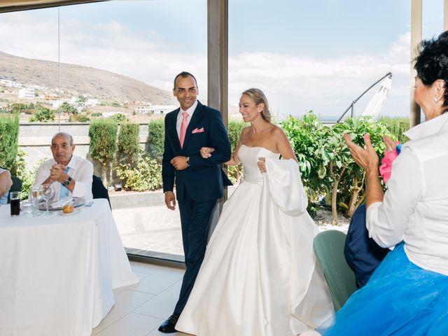 La boda de Juan Ramón y Carmen en Candelaria, Santa Cruz de Tenerife 60