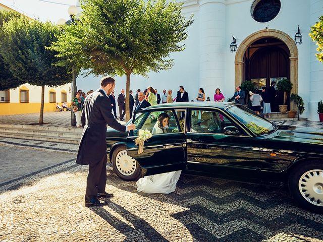 La boda de Juan Antonio y Carmen en Villafranca De Los Barros, Badajoz 22