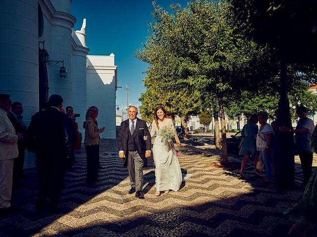 La boda de Juan Antonio y Carmen en Villafranca De Los Barros, Badajoz 23