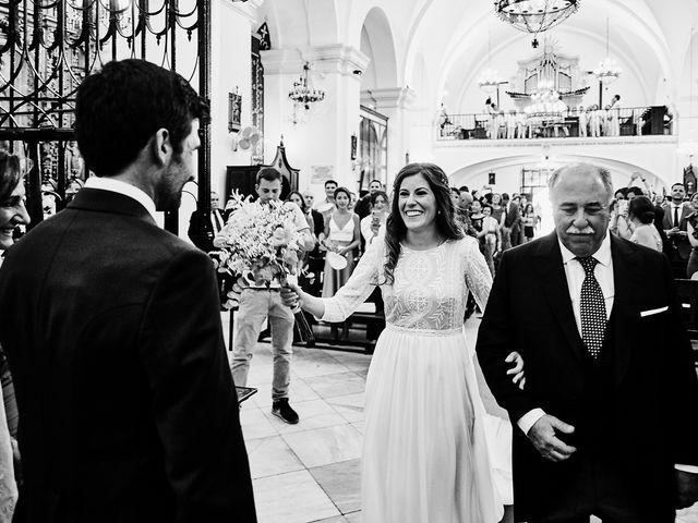 La boda de Juan Antonio y Carmen en Villafranca De Los Barros, Badajoz 24