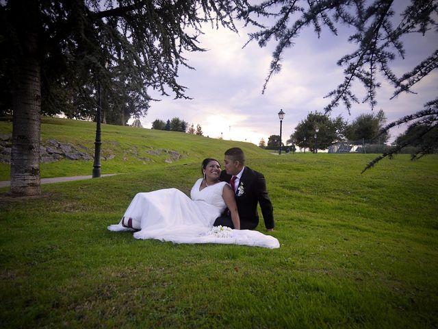 La boda de Javier y Paulina en Oviedo, Asturias 15