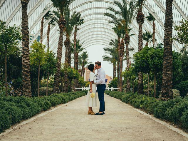 La boda de Javier y Vivian en Valencia, Valencia 23