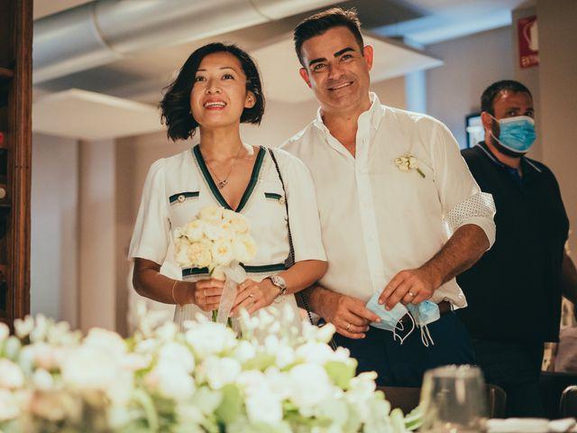 La boda de Javier y Vivian en Valencia, Valencia 43