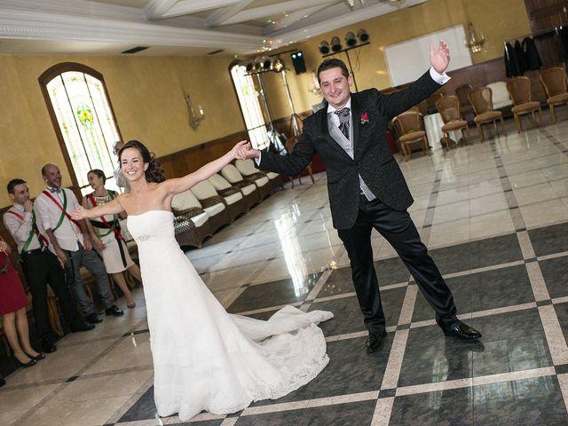 La boda de Santiago y Ester en Albelda De Iregua, La Rioja 30