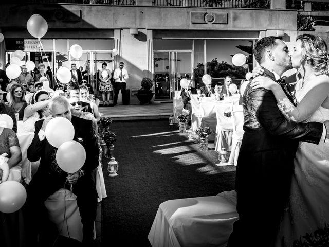 La boda de Juan y Silvia en Baiona, Pontevedra 41