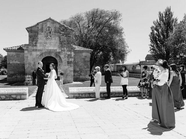 La boda de Santi y Laura en Baños De Cerrato, Palencia 26