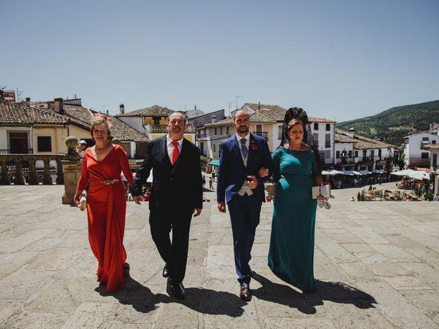 La boda de Fernando y Nadia en Guadalupe, Cáceres 1