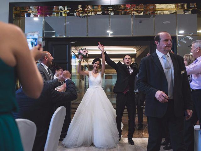 La boda de Santi y MºJose en Pamplona, Navarra 33