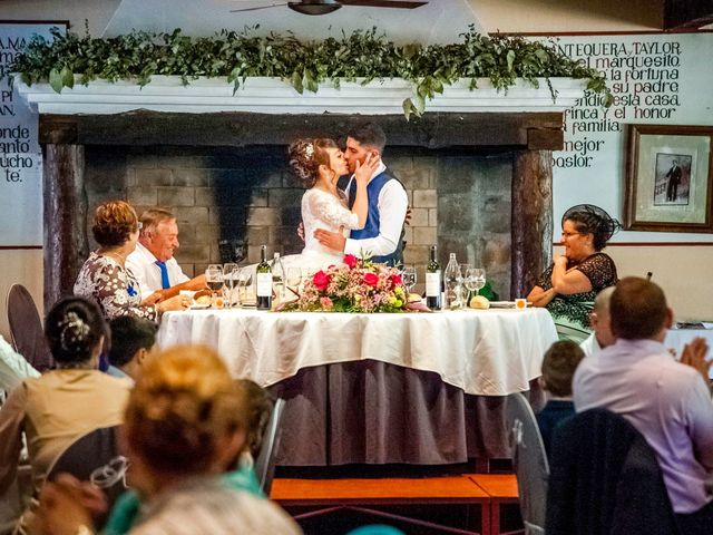 La boda de Hector y Laura en Torrecaballeros, Segovia 15