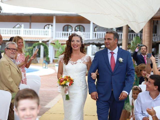 La boda de Rafa y Irene en Benajarafe, Málaga 17