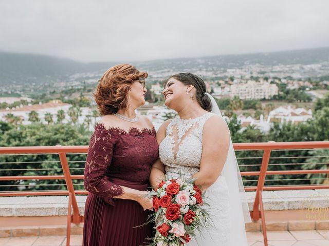 La boda de Aaron y Darlenys en Santa Cruz De Tenerife, Santa Cruz de Tenerife 37