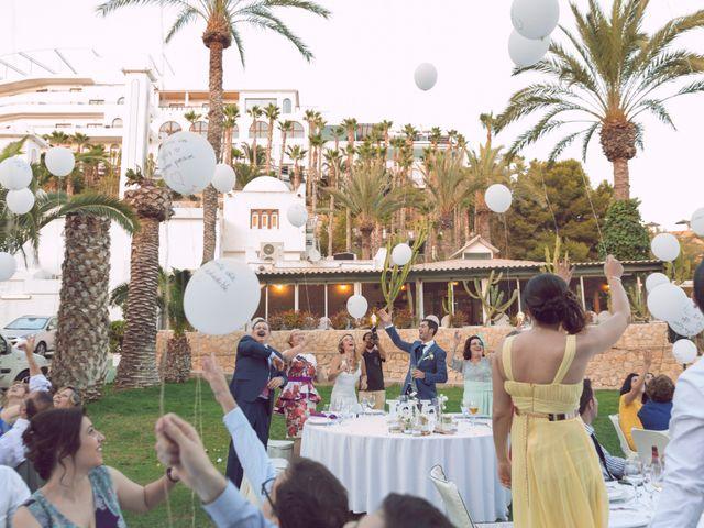 La boda de Juan Manuel y Lidia en La/villajoyosa Vila Joiosa, Alicante 13