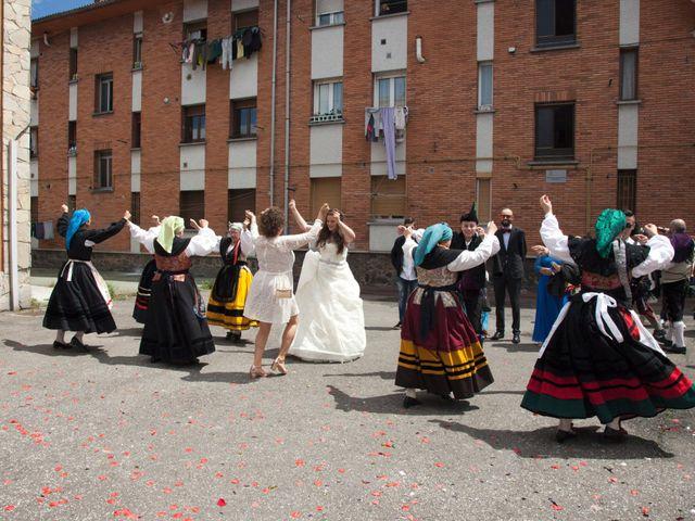 La boda de Luis Ángel y Olaya en Mieres, Asturias 26