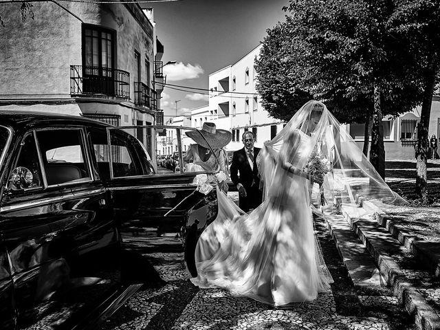 La boda de Carlos y Nuria en Villafranca De Los Barros, Badajoz 14