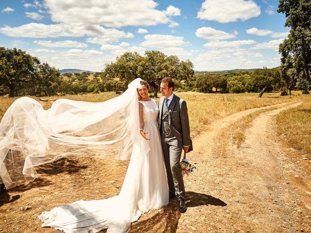 La boda de Carlos y Nuria en Villafranca De Los Barros, Badajoz 25