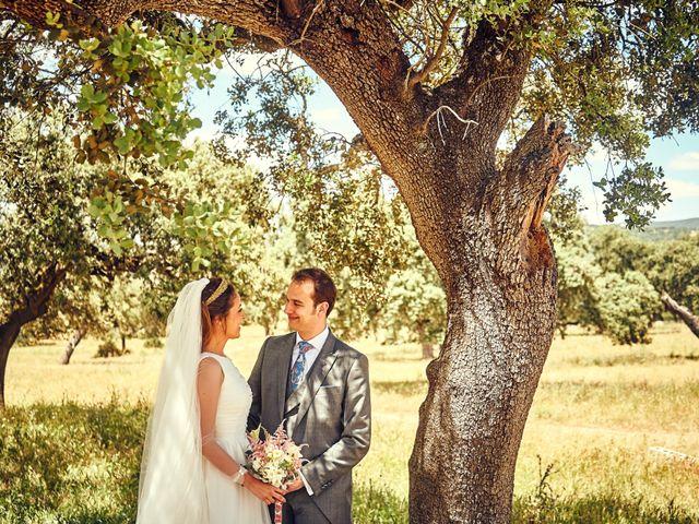 La boda de Carlos y Nuria en Villafranca De Los Barros, Badajoz 28