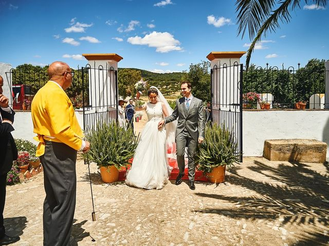 La boda de Carlos y Nuria en Villafranca De Los Barros, Badajoz 29