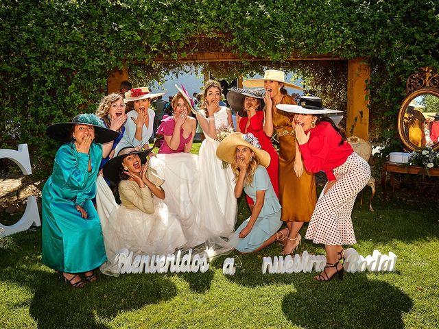 La boda de Carlos y Nuria en Villafranca De Los Barros, Badajoz 30