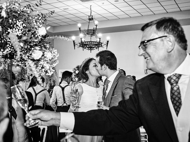 La boda de Carlos y Nuria en Villafranca De Los Barros, Badajoz 35