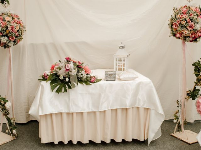 La boda de Juanfra y Mari Ángeles en Casar De Caceres, Cáceres 24
