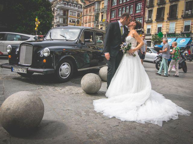 La boda de Miguel y Natalia en Madrid, Madrid 23