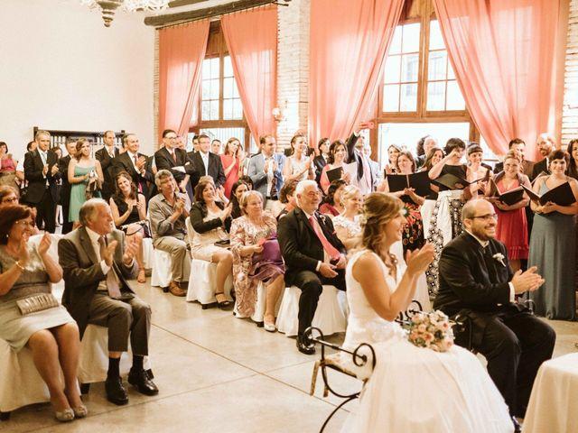 La boda de Víc y Cel en San Juan Mozarrifar, Zaragoza 29