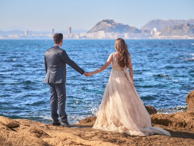 La boda de Raúl y Lorena en Alacant/alicante, Alicante 28