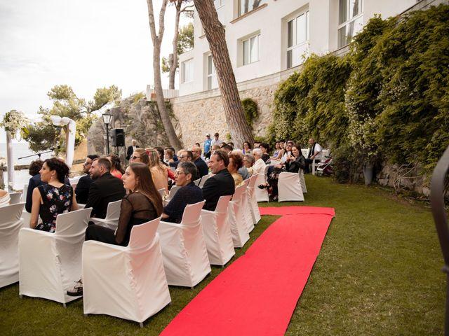 La boda de Xavi y Lisi en Platja D'aro, Girona 23