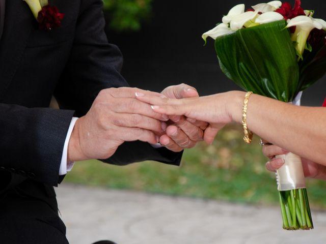La boda de Javier y Olga en El Puig, Valencia 21