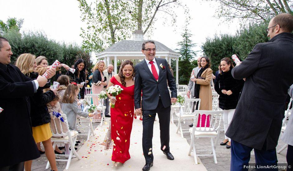 La boda de Javier y Olga en El Puig, Valencia