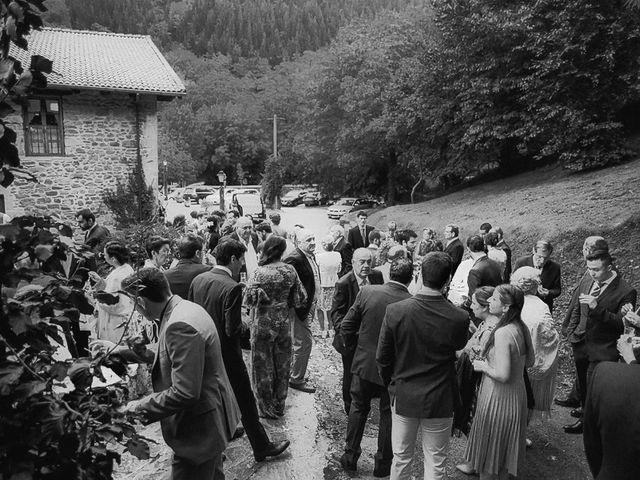 La boda de Andoni y Igone en Bilbao, Vizcaya 43