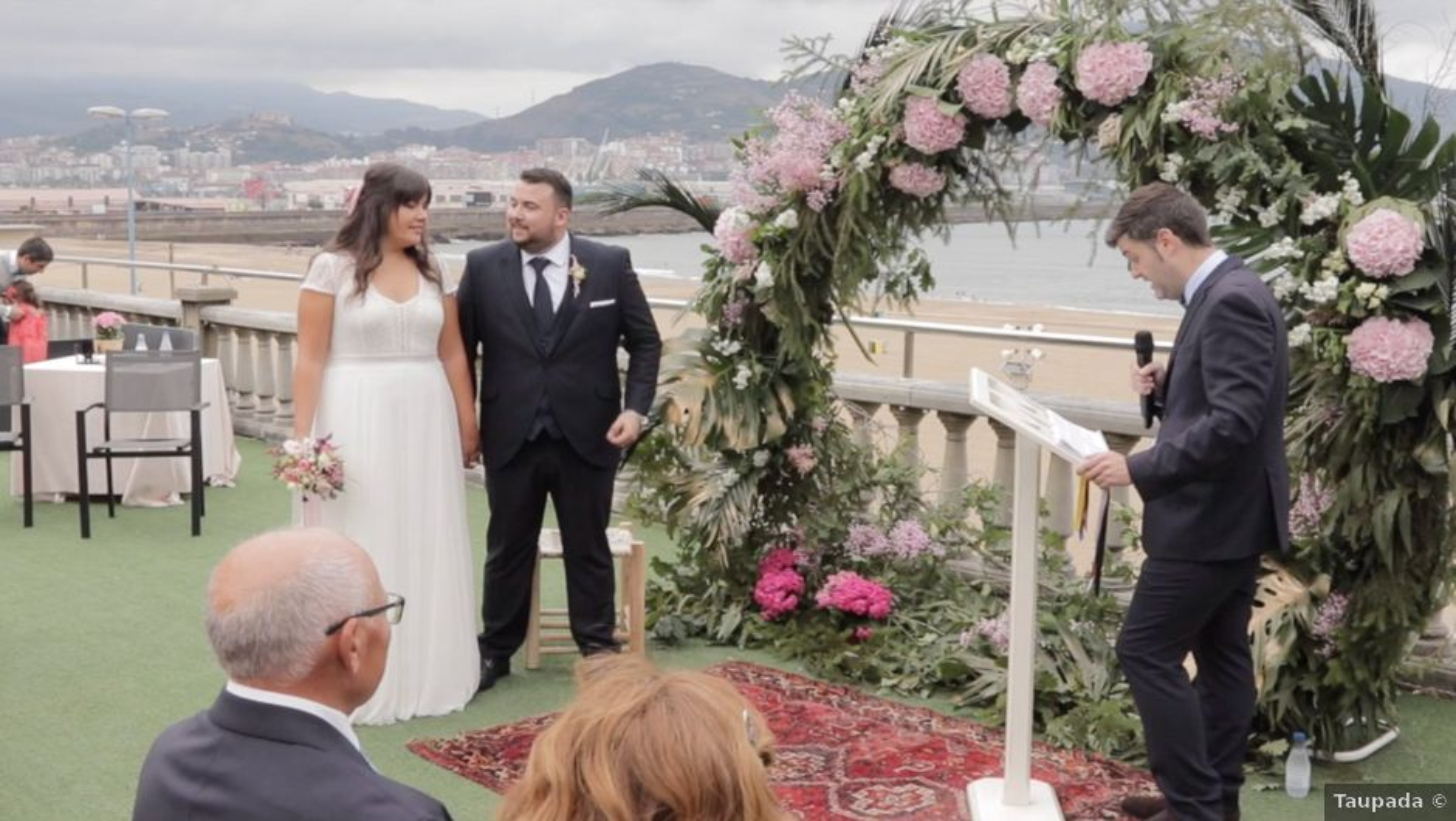 La boda de Quino y Raquel en Getxo, Vizcaya