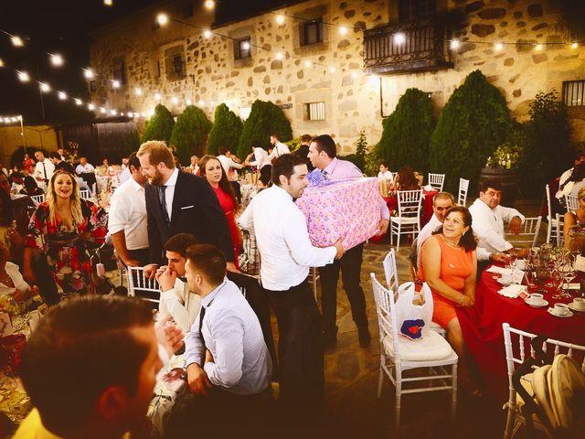 La boda de Elvira y Jonatan en Cabezabellosa, Cáceres 75