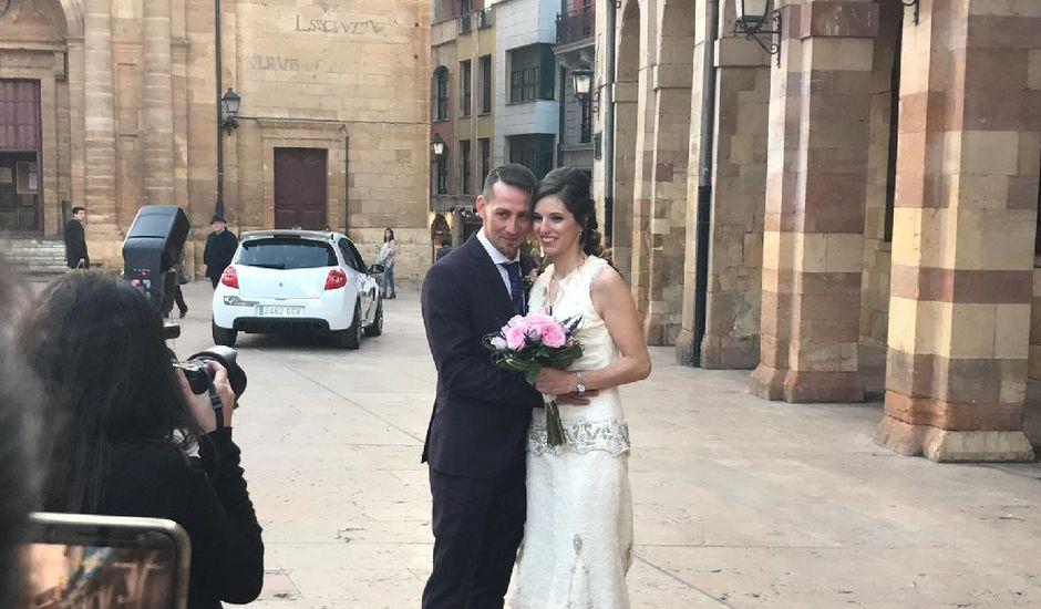 La boda de Manu y Sandra en Oviedo, Asturias