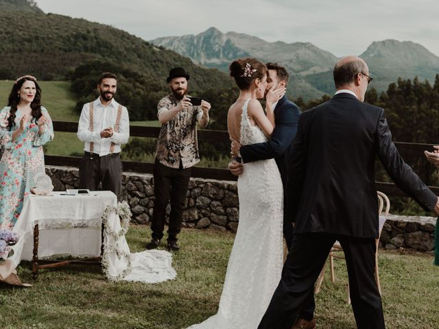 La boda de Nacho y María en Rasines, Cantabria 21