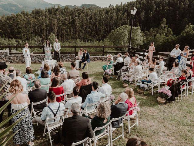 La boda de Nacho y María en Rasines, Cantabria 33