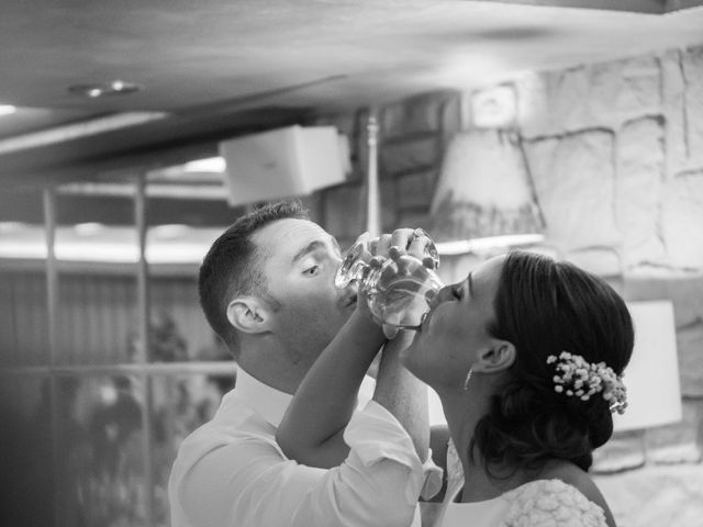 La boda de James y Izaro en Berrioplano, Navarra 16