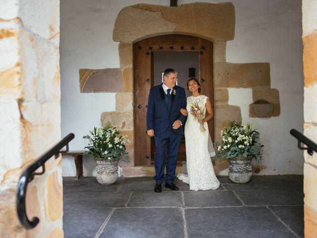 La boda de Mikel y Angie en Beasain, Guipúzcoa 32