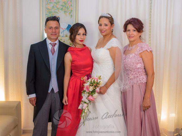 La boda de César y Gisela en La Victoria, Córdoba 28