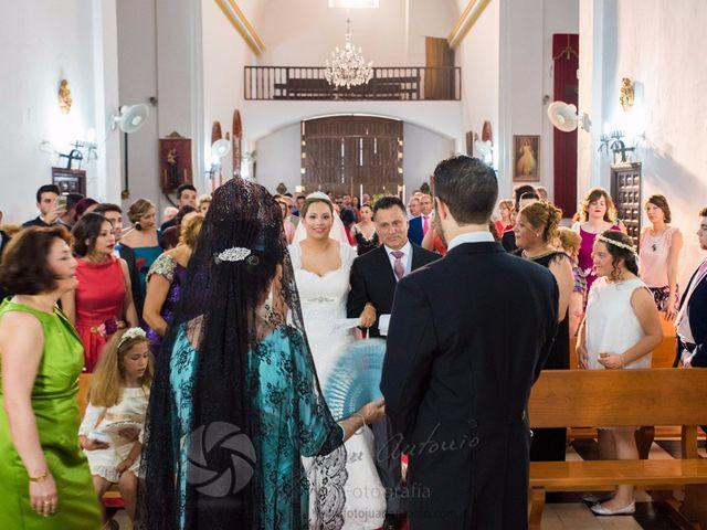La boda de César y Gisela en La Victoria, Córdoba 32
