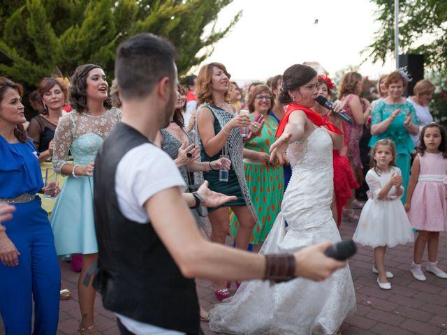 La boda de Valen y Gemma en La Roda, Albacete 27